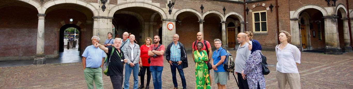 Stadswandeling voor nieuwe Hagenaars met een migratieachtergrond